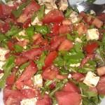Salat mit Tomaten, Ruccola, Schafskäse und Melone