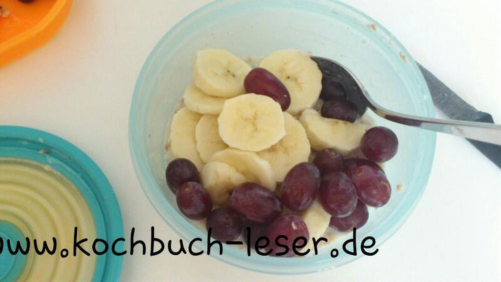 Overnight Oats mit Bananen und Weintrauben