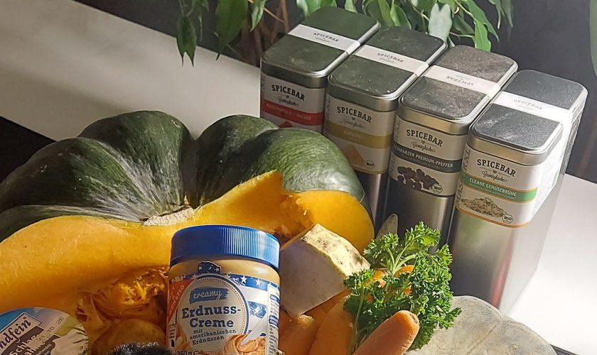 Suppenliebe -Muskatkürbis als Cremesuppe mit Erdnussbutter