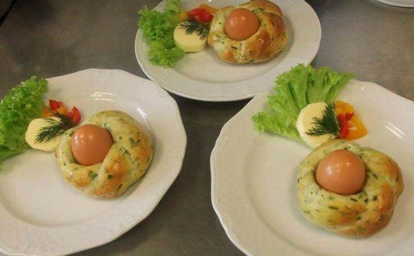 Osterbäckerei-Kräuternester