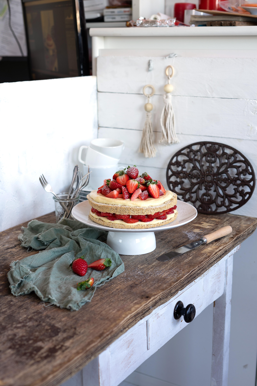 Erdbeer Pudding Torte aus dem Buch Schlank mit Kuchen und Brot