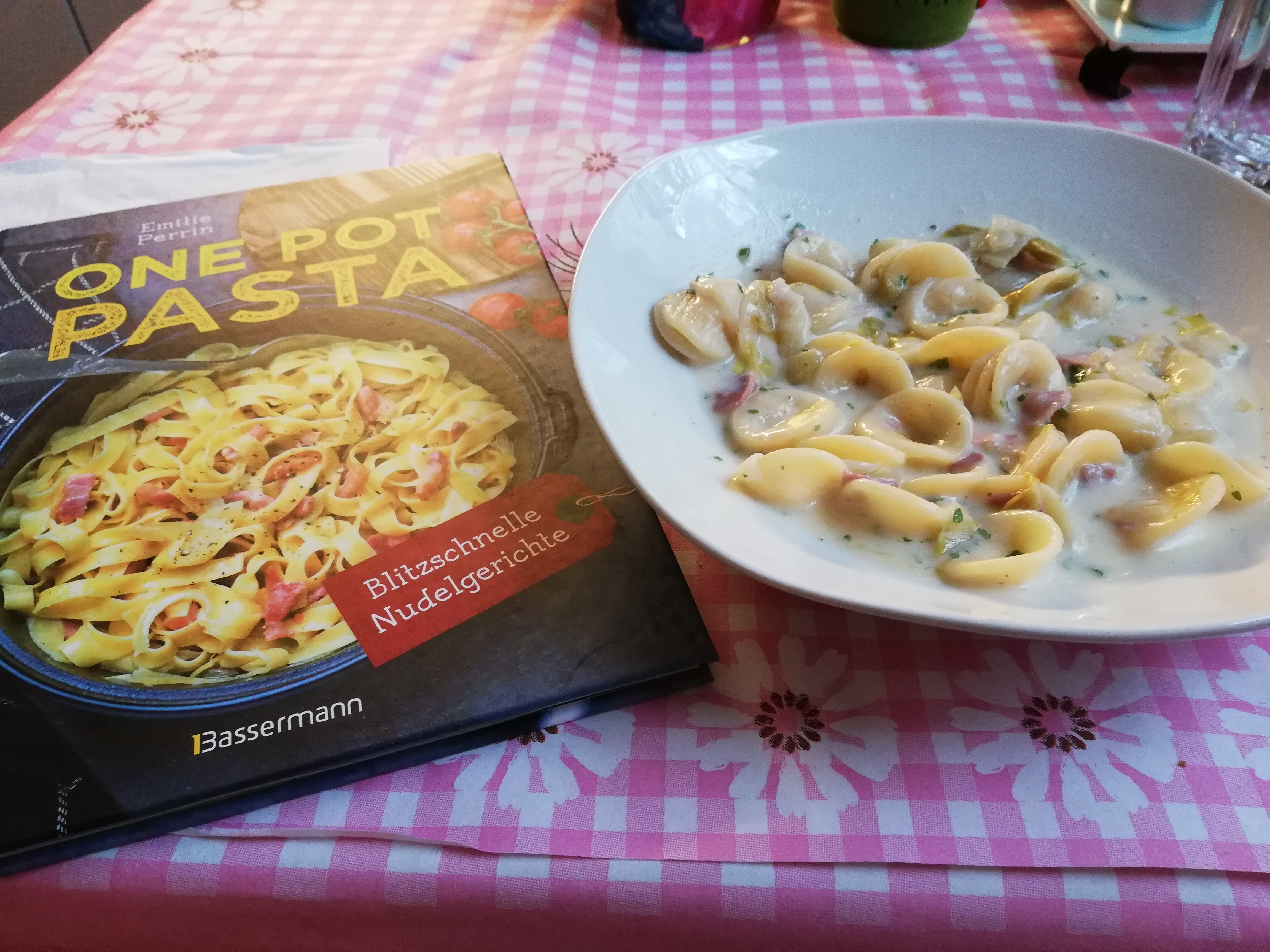 """One Pot Pasta mit Chicoreè und Ziegenkäse aus dem Buch """" One Pot Pasta"""""""