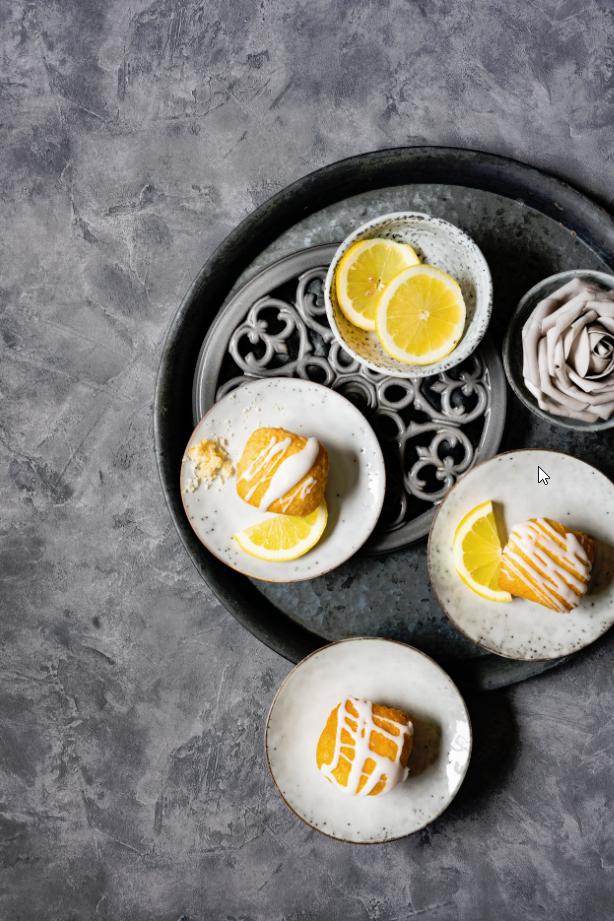 """Zitronenkuchen mit Zuckerguss aus dem Buch  """"Das inoffizielle Kochbuch zu Game of Thrones"""""""